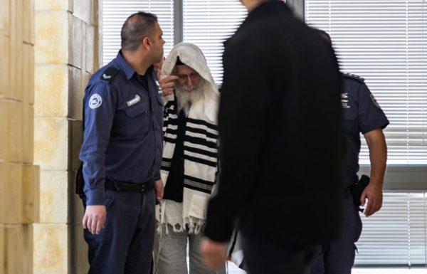 צפו אליעזר ברלנד מובל בפיג'מה ונעלי בית לבית המשפט המחוזי הערעור שלו נדחה ברלנד יישאר במעצר