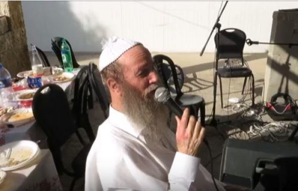 בעל המנגן הרב ישראל דגן בדיבורים מלווים נגינה על החורבן שברלנד עולל לחסידות ברסלב