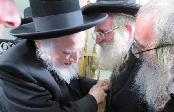 """הגר""""ש אויערבך שימש כסנדק בברית לנינו של הגאון הצדיק הרב יעקב מאיר שכטר • תיעוד"""